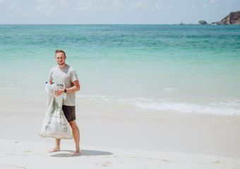 Christoph Schulz beim Beach Cleanup in Kuta-Lombok