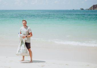 Christoph Schulz beim Beach Cleanup in Kuta-Lombok