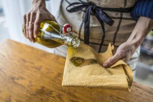 Öl auf Lappen als Reinigungsmittel
