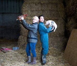 Zwei Bauern mit ihren Tieren
