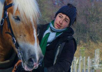 Julia Bar-Tal mit einem Pferd
